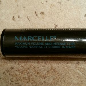 Marcelle Makeup - Marcelle Ultimate Volume Nano Mascara